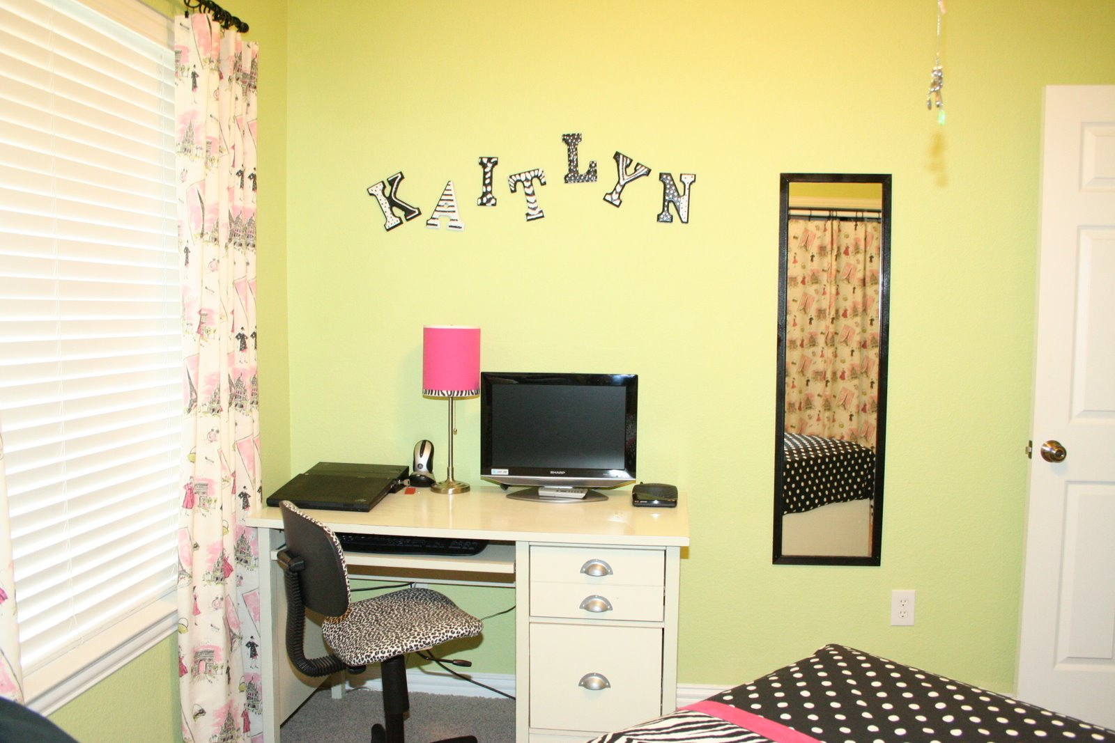 Texas Susannie\'s Just Talkin\': Teen Room Decor With Black And White ...