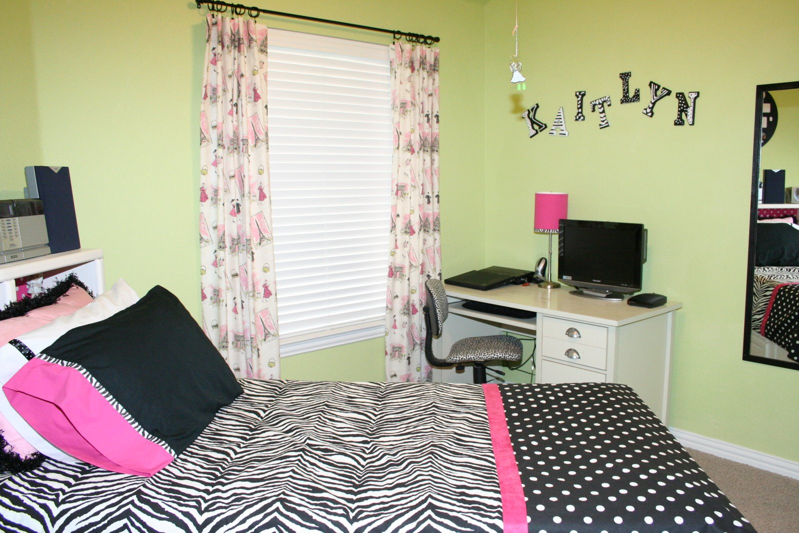 Susannie 39 S Just Talkin 39 Teen Room Decor With Black And White Prints